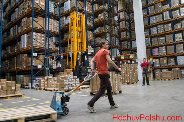 Особенности работы упаковщиков на складах в Польше