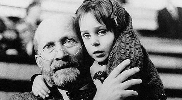 Фото Януша Корчака с ребенком