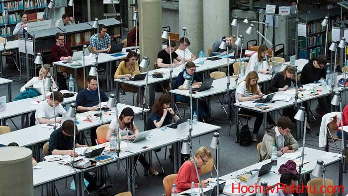 Правила поступления в университеты Польши